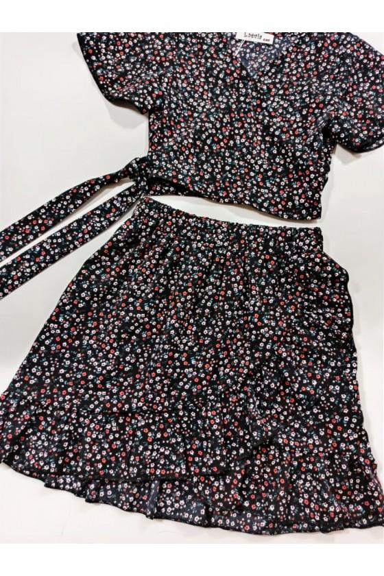 Set Kaya blouse and black skirt